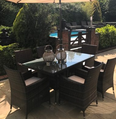 6 Manhattan 1.6 Rectangular Table Set in Black/Brown mix Parasol & Cushions